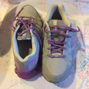 Ladies Reebok lace up tennis shoes, size 8.